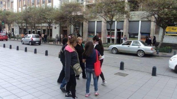 Voluntarios de Peluditos Cuenca vendieron los boletos en el Parque Calderon