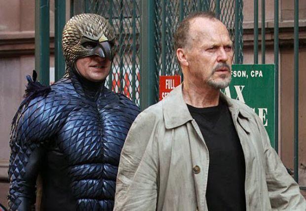 Michael Keaton personifica a Birdman que está nominado en los Globos de Oro.