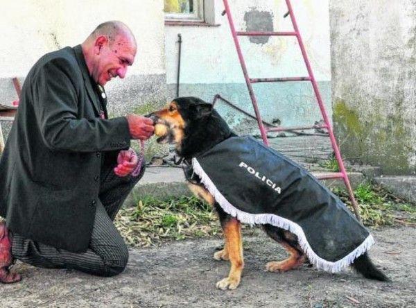 Corbata-perro-policia