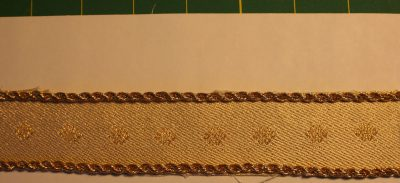 handwoven ribbon to go around the wedding-cake