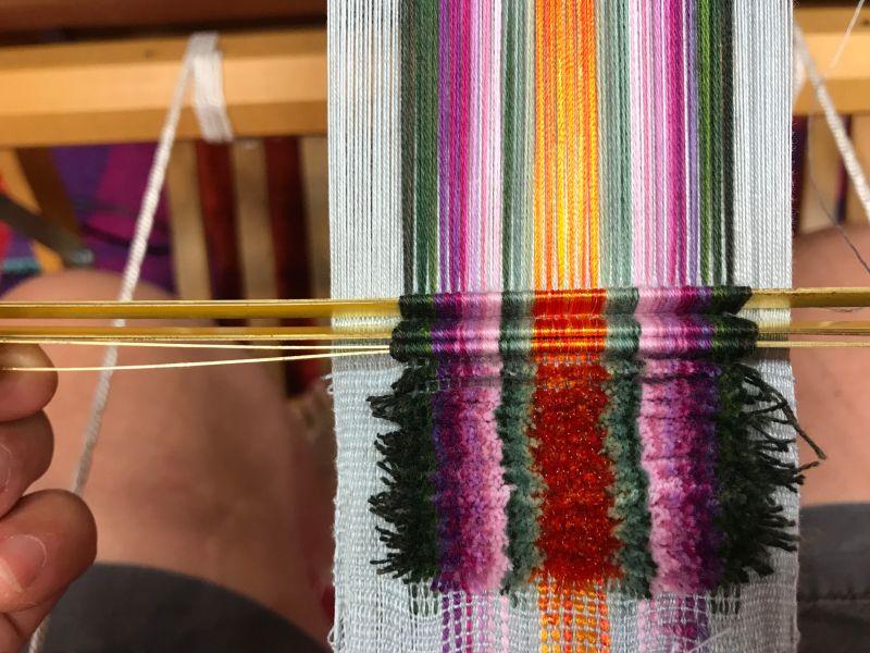 weaving velvet: velvet rods at work