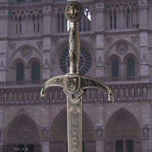 Espada que se parece a una espada forjada en la isla de Avalon