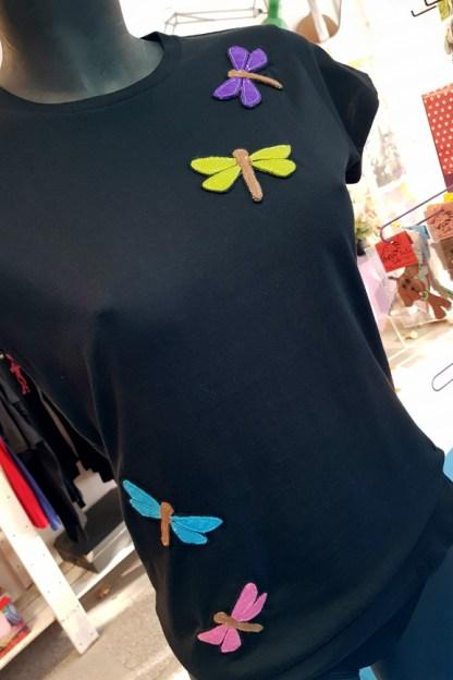 camiseta de chica con libélulas