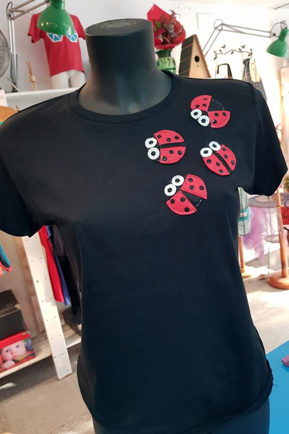 Camiseta de chica con mariquitas