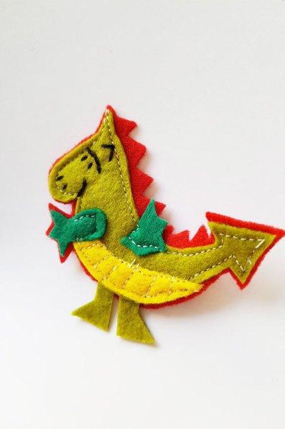 broches de Sant Jordi y el Dragon