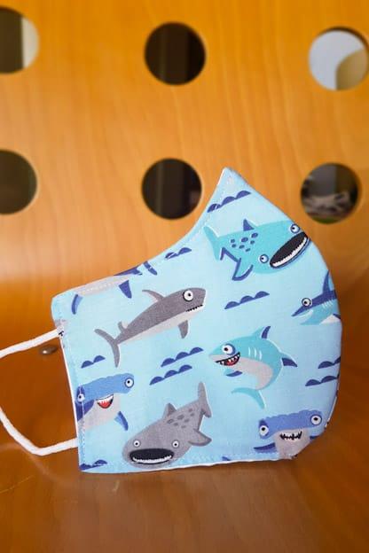mascarilla tiburones infantil