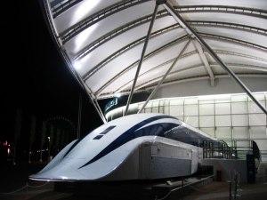 Tren que levita de Japón llega a los 310 km/h en los ensayos