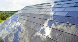 Elon Musk hace tejas que son paneles solares de vidrio
