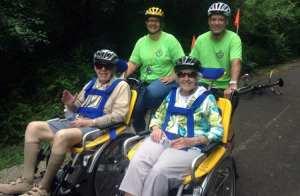 El programa paseo de bicicletas - sillas de rueda
