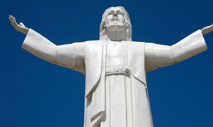 Casi idéntico al Cristo brasileño del Corcovado