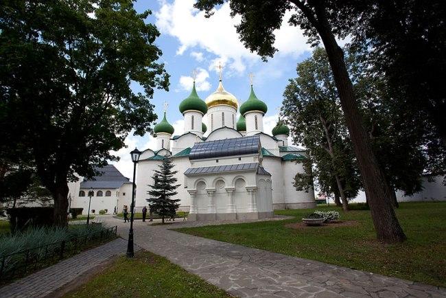 Una de las Iglesias dentro del recinto.