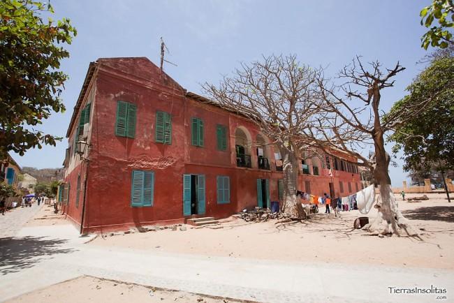 visitando las calles de gorée