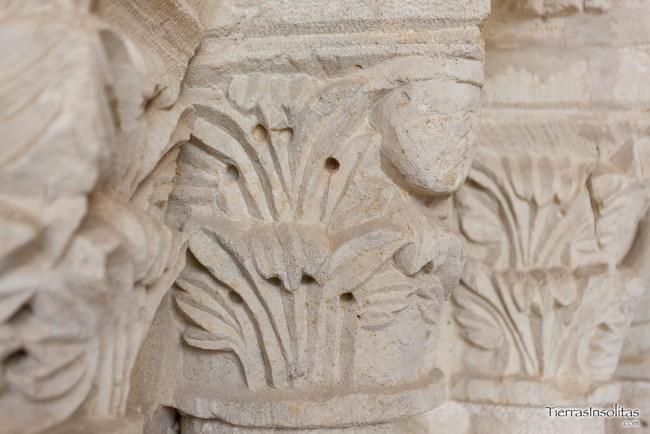 capiteles portada principal