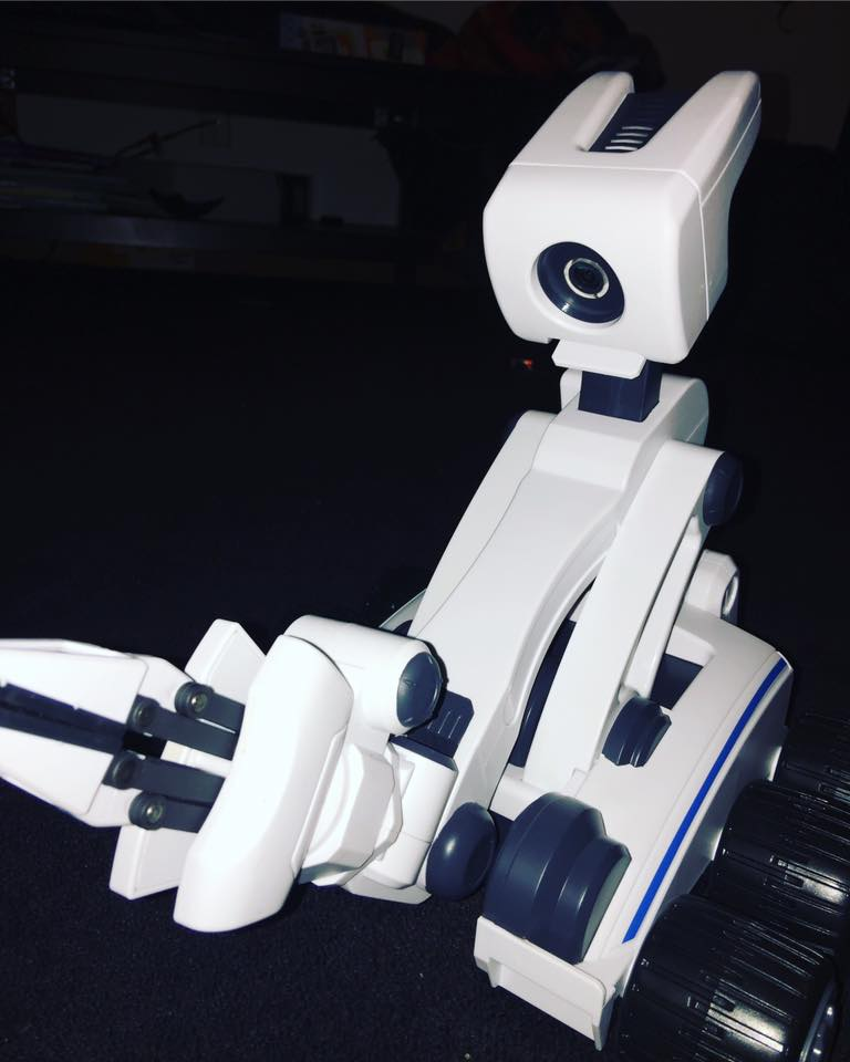 Mebo Robot With 5-Axis Precision Controlled Arm ~ Christmas Guide