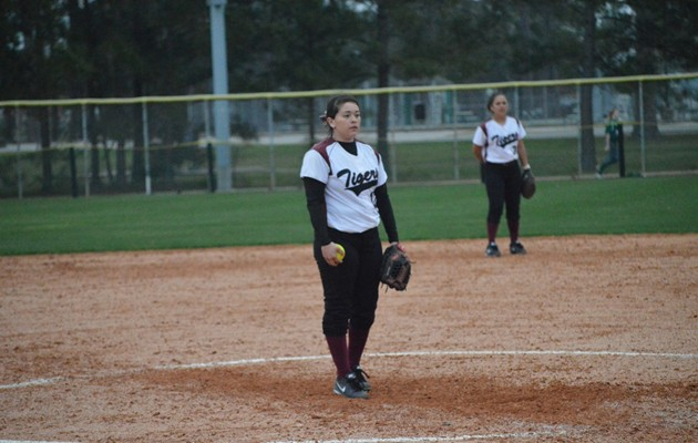 Lady Tigers Softball Sweeps UH-Victoria as Villarreal Tosses a No-Hitter