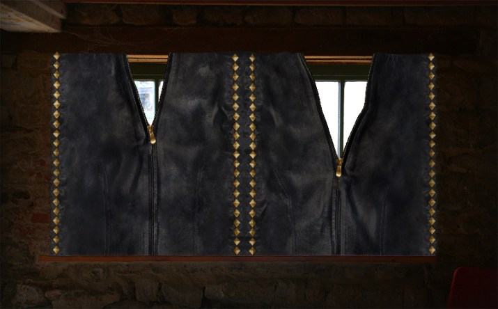 leather_curtain3