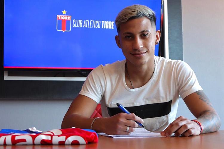 Franco Bustamante firmó su primer contrato