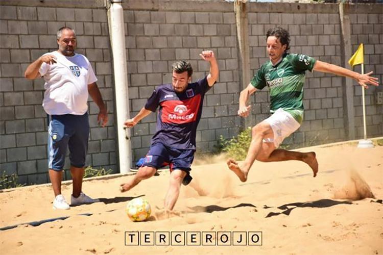 El fútbol playa sigue su preparación
