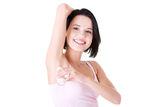 fata_tanara_cu_deodorant