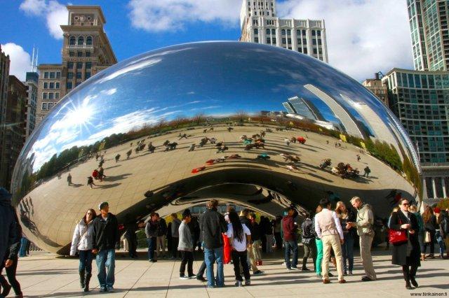 cloud gate aka the bean in chicago