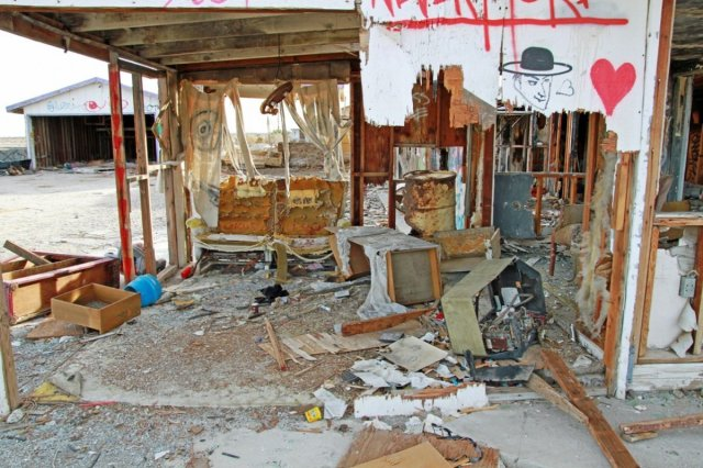 living-room-of-a-wrecked-house-in-salton-beach