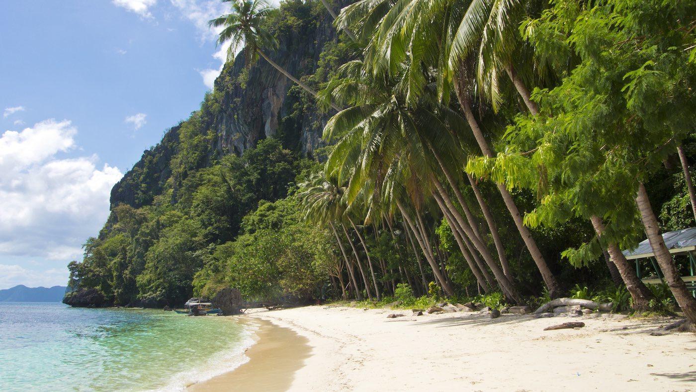 Pasandigan Cove in El Nido, Palawan