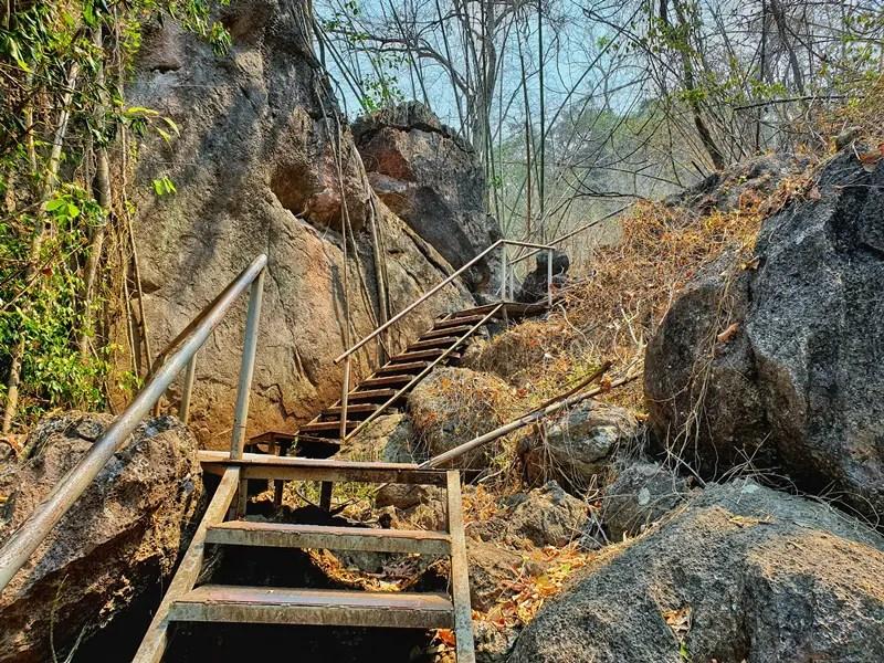 stairs to wat chaloem