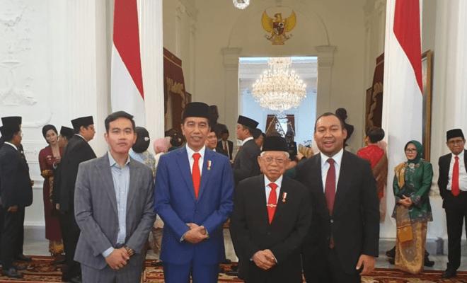 TIKTAK.ID - Gibran Rakabuming Raka bersama Didit Hediprasetyo mengapit Jokowi dan Maruf Amin