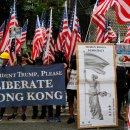 TIKTAK.ID - Demonstran Hongkong Mengibarkan Bendera USA Untuk meminta Bantuan Amerika Agar Turut Campur Urusan Hongkong