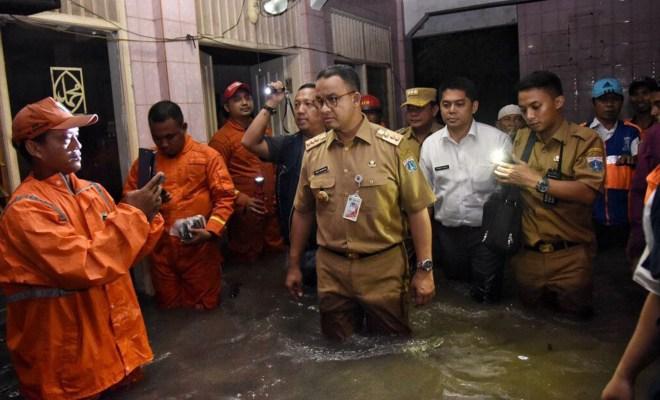 TIKTAK.ID - Jokowi Singgung Tips Atasi Banjir DKI, Sindir Anies?