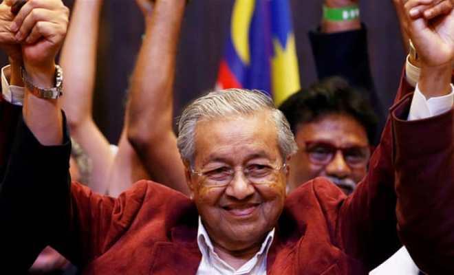 Demi Keselamatan Amerika, Mahathir Desak Trump Segera Mundur dari Jabatannya