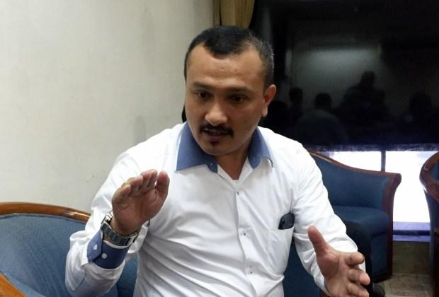 Ferdinand Soraki Anies yang Izinkan PKL Jualan di Trotoar