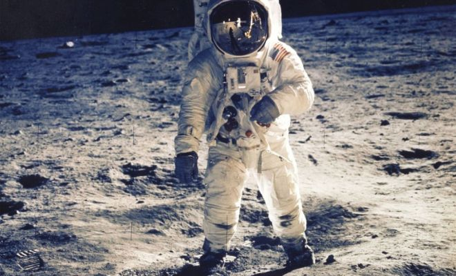 Neil Amstrong Batu Bulan