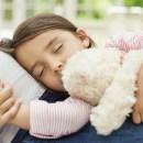 Cara Orang Tua Bantu Anak Bisa Tidur di Kamarnya Sendiri