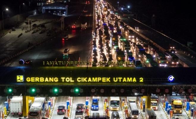 Mudik Dilarang, Jumlah Kendaraan Keluar Jakarta Malah Meningkat Pesat