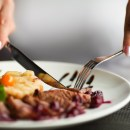 Sejumlah Trik Santap Makanan Agar Tak Bikin Perut Tambah Buncit