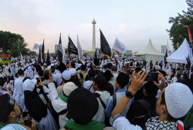 TIKTAK.ID - Mujahid 212 Sebut Cashback BBM Ahok untuk Ojol Bermuatan Nepotisme