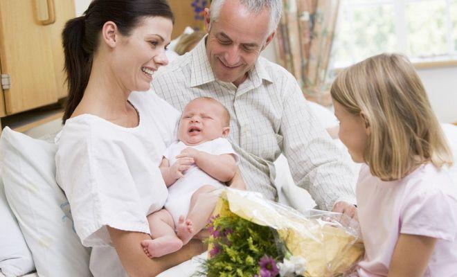 Etika Menjenguk Bayi di Tengah Pandemi Covid-19