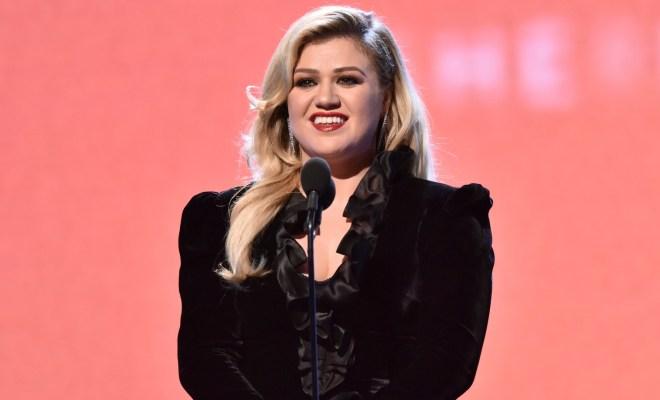 Kelly Clarkson Berbagi Pengalaman dan Suka-Dukanya sebagai 'Working Mom'