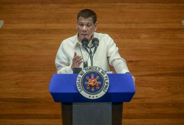 Presiden Duterte Sarankan Rakyatnya Pakai Bensin sebagai Disinfektan