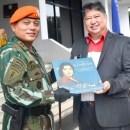 Ciptakan Lagu, Ayah Vidi Aldiano Dapat Penghargaan dari Angkatan Udara