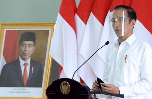 Meski Dikritik, Jokowi Serahkan Naskah UU Cipta Kerja ke NU, MUI dan Muhammadiyah