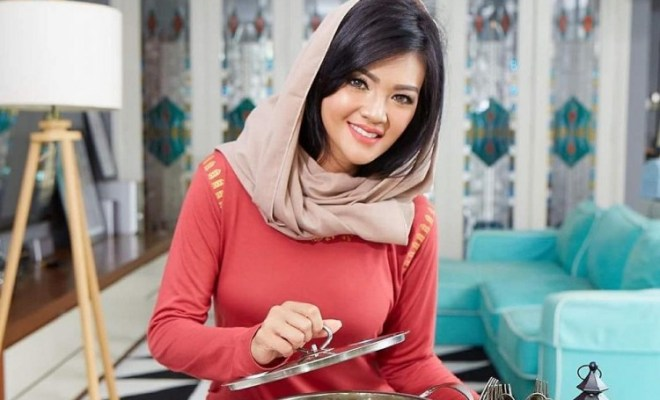 Farah Quinn Luncurkan Produk Perhiasan Ibu dan Anak Bentuk Kue