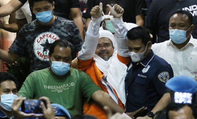 Warganet: Penahanan Rizeq Karma Kasus Ahok