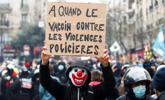Paris Kembali Membara, Demonstran Bentrok dengan Polisi