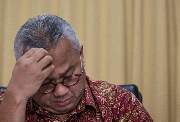 Ikut Gugat Jokowi ke Pengadilan, Ketua KPU Dipecat DKPP, Netizen: Kardus Ancur Saatnya Layak Dibuang