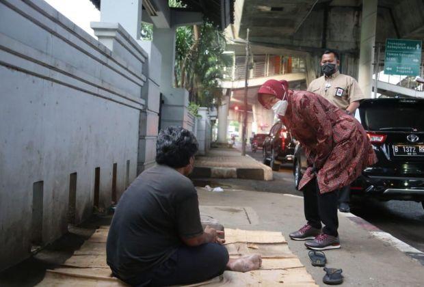 Ngeles Soal 'Drama Tunawisma', Risma: Saya Tidak Blusukan, Cuma Kebetulan Lewat