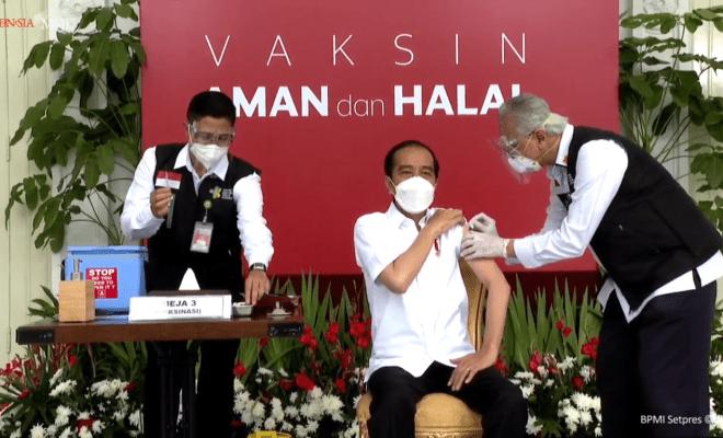 Dokter Penyuntik Jokowi Gemetaran, Begini Reaksi Jokowi Setelah Divaksin