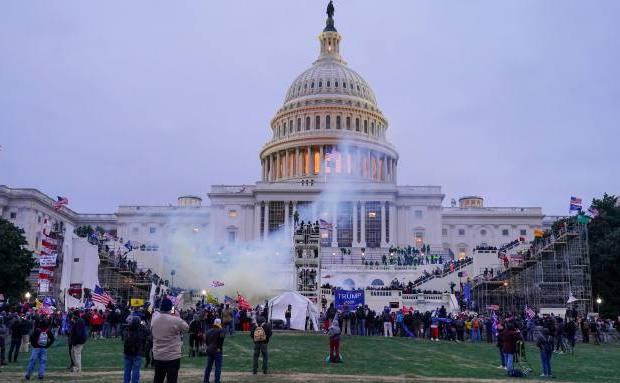 Pendukung Radikal Trump Serang Capitol Hill, Headline Media Seluruh Dunia Kompak Permalukan Amerika