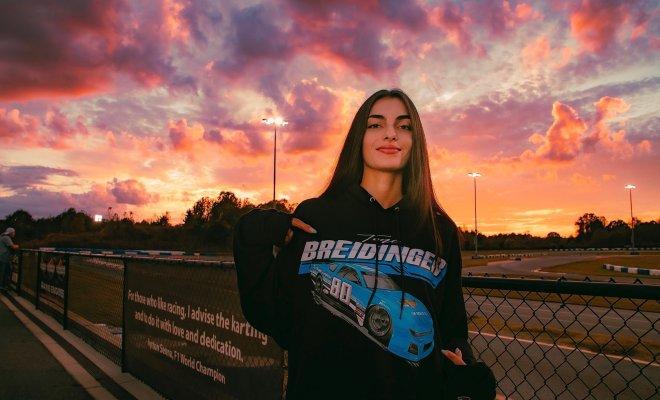 Jadi Pembalap Wanita Blasteran Arab Pertama di NASCAR, Toni Breidinger Balapan Sejak Usia 9 Tahun